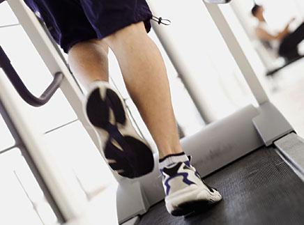 esteira joelho Esteira causa impacto nos joelhos?